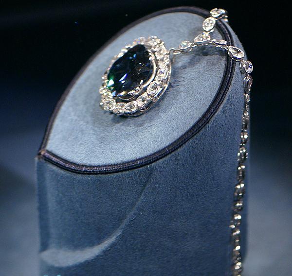 Giải mã bí ẩn lời nguyền chết chóc của viên kim cương đẹp nhất thế giới - Ảnh 4.