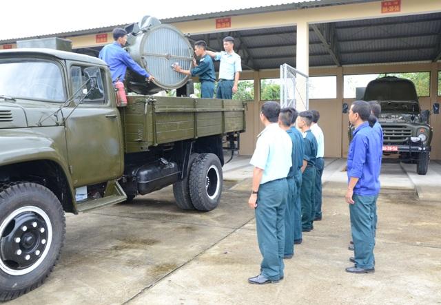 Quân chủng PK-KQ tổ chức Ngày Kỹ thuật mẫu cho khối các Trung đoàn Không quân tiêm kích bom Su-22 - Ảnh 5.