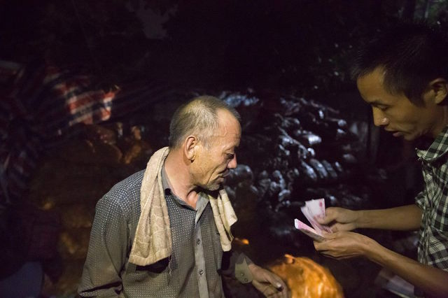 Lão nông khốn khổ với 32 tấn khoai tây bị trả lại vậy nhưng chỉ trong 1 đêm điều kỳ diệu đã xảy ra - Ảnh 5.