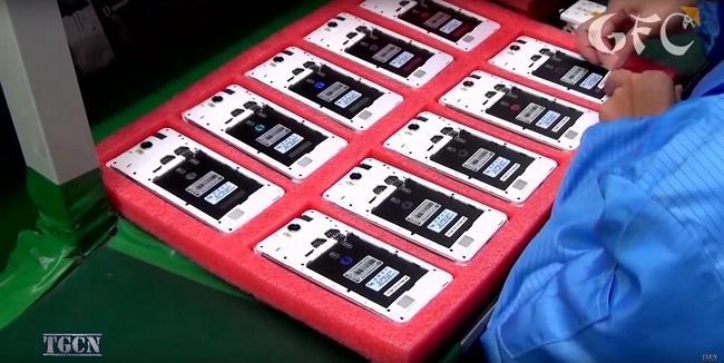 Cận cảnh quá trình sản xuất điện thoại công nghiệp của Trung Quốc - Ảnh 5.