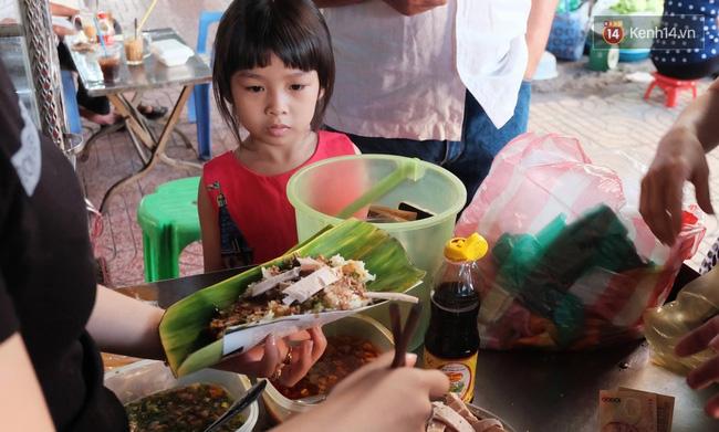 Vừa ăn vừa khóc với món xôi cay gần 50 năm luôn hút khách ở Sài Gòn - Ảnh 5.