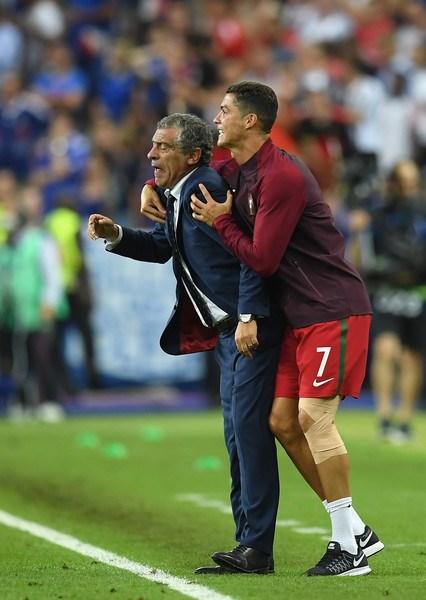 Ronaldo: Khóc lóc rời sân rồi cực yêu khi cướp quyền chỉ đạo - Ảnh 16.