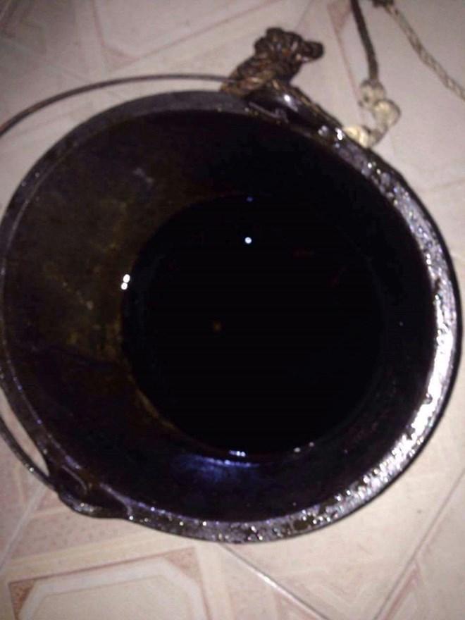 Giếng nhiễm xăng dầu, 11 hộ dân kêu cứu - Ảnh 4.