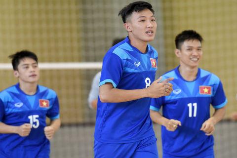 Fan nữ lặn lội đường xa cổ vũ cho tuyển futsal Việt Nam - Ảnh 4.
