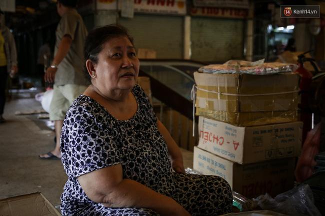 Chợ Lớn tạm ngưng hoạt động 1 năm, các tiểu thương cuối cùng buồn bã dọn hàng - Ảnh 6.