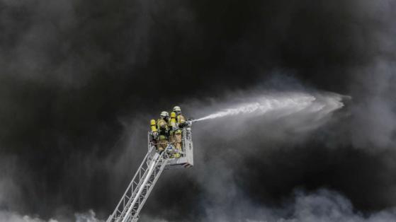 Kho hàng TTTM Đồng Xuân Berlin bốc cháy dữ dội  - Ảnh 6.