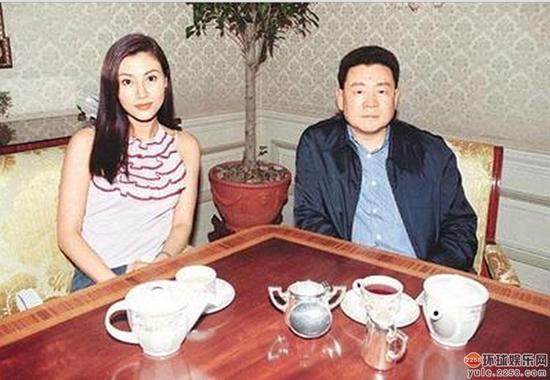 Hoa hậu Hong Kong đẹp nhất lịch sử và hai lần mang tiếng giật chồng - Ảnh 6.