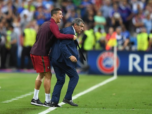 Ronaldo: Khóc lóc rời sân rồi cực yêu khi cướp quyền chỉ đạo - Ảnh 17.