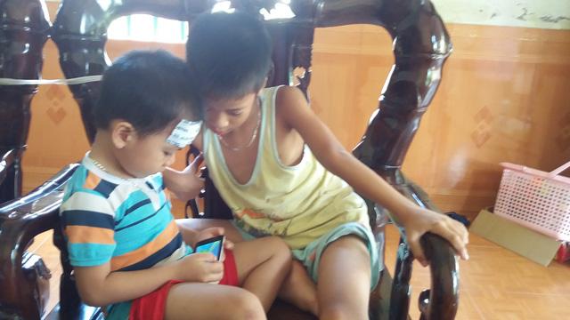 Xem bé trai hơn 2 tuổi đọc vanh vách khi không biết chữ - Ảnh 5.