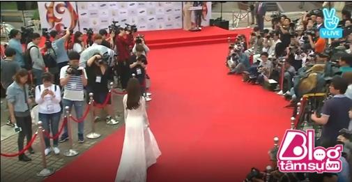 Choáng trước cách chào đón Nhã Phương và Ngọc Trinh của phóng viên Hàn Quốc - Ảnh 6.