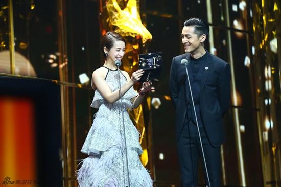 Hồ Ca và Triệu Lệ Dĩnh giành chiến thắng tại Lễ trao giải Kim Ưng 2016 - Ảnh 7.