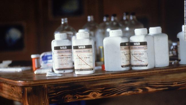 Vụ thảm sát kinh hoàng tại Jonestown: Gần 1.000 người uống thuốc độc, tự sát tập thể - Ảnh 7.