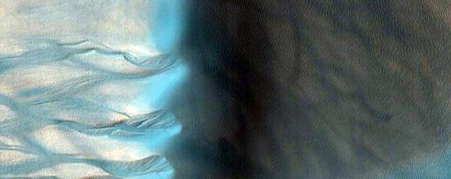 NASA công bố 2.540 hình ảnh tuyệt đẹp về sao Hỏa được ghi lại trong hơn 10 năm - Ảnh 7.