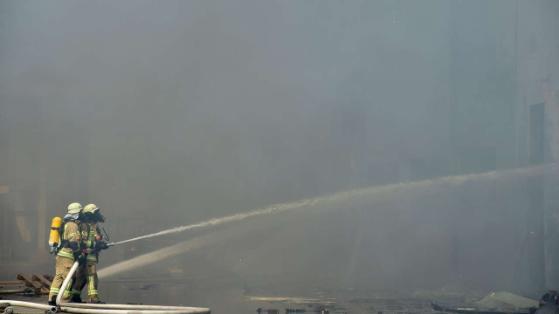 Kho hàng TTTM Đồng Xuân Berlin bốc cháy dữ dội  - Ảnh 7.