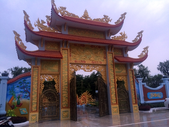Sáng nay, nhà thờ tổ 100 tỉ của Hoài Linh mở cửa đón khách - Ảnh 7.