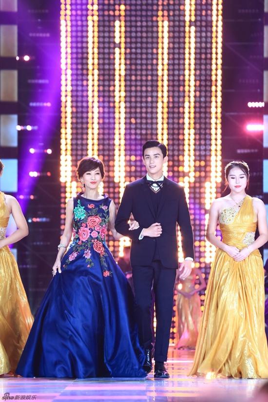 Hồ Ca và Triệu Lệ Dĩnh giành chiến thắng tại Lễ trao giải Kim Ưng 2016 - Ảnh 8.