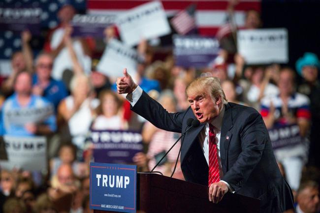 Bí mật bất ngờ phía sau chiếc cà vạt đỏ của tân Tổng thống Mỹ Donald Trump - Ảnh 8.