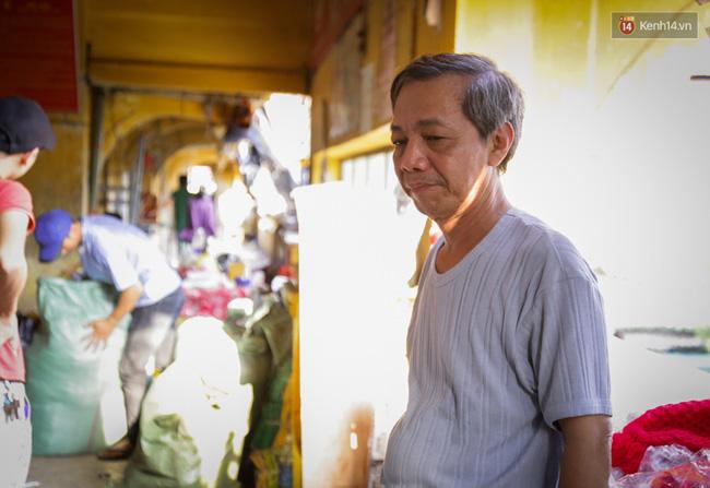 Chợ Lớn tạm ngưng hoạt động 1 năm, các tiểu thương cuối cùng buồn bã dọn hàng - Ảnh 8.