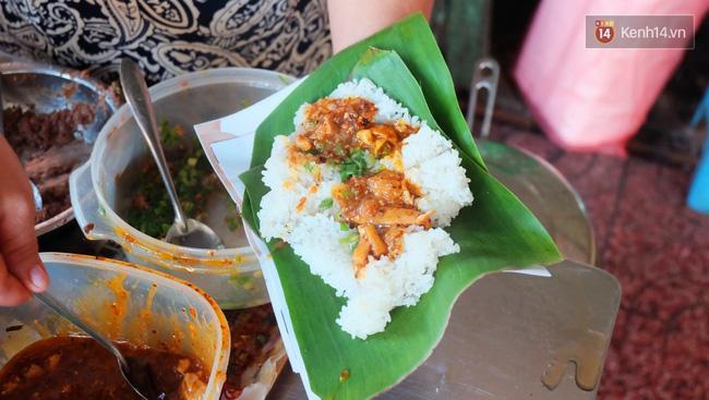 Vừa ăn vừa khóc với món xôi cay gần 50 năm luôn hút khách ở Sài Gòn - Ảnh 8.