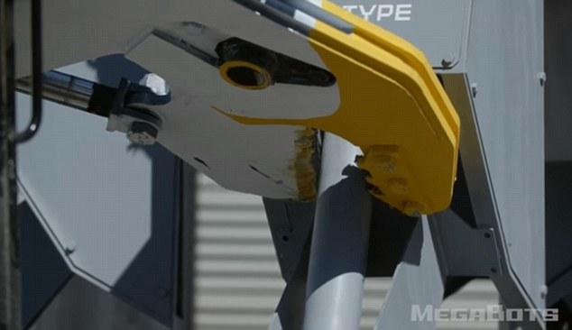 Robot Mỹ biểu trưng sức mạnh: nhấc xe ô tô lên cao rồi ném xuống đất vỡ vụn - Ảnh 8.