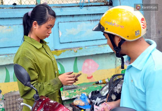 Cô gái 21 tuổi sửa xe máy ở vỉa hè Sài Gòn để phụ ba mẹ nuôi các em ăn học - Ảnh 8.