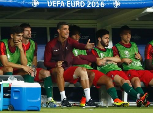 Ronaldo: Khóc lóc rời sân rồi cực yêu khi cướp quyền chỉ đạo - Ảnh 12.