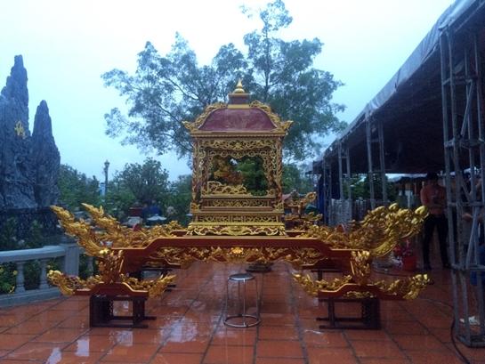 Sáng nay, nhà thờ tổ 100 tỉ của Hoài Linh mở cửa đón khách - Ảnh 8.