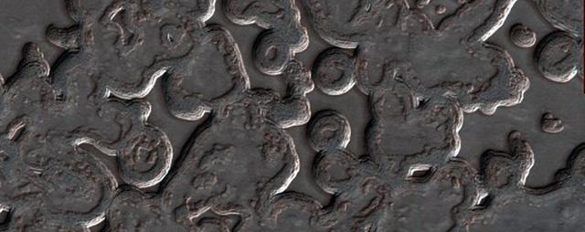 NASA công bố 2.540 hình ảnh tuyệt đẹp về sao Hỏa được ghi lại trong hơn 10 năm - Ảnh 9.