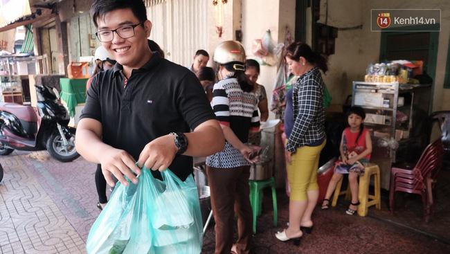 Vừa ăn vừa khóc với món xôi cay gần 50 năm luôn hút khách ở Sài Gòn - Ảnh 9.