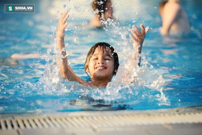 Đọc vị bể bơi nhiễm độc và cách tắm an toàn chốn công cộng - Ảnh 1.