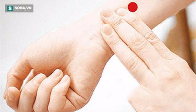 Bấm huyệt nội quan để chữa bệnh đau dạ dày, xuất tinh sớm - Ảnh 3.