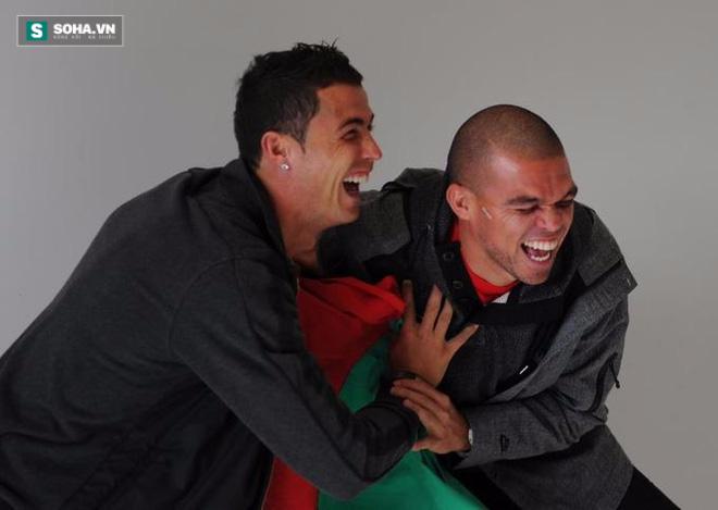 Gã xấu trai, xấu tính nâng bước Ronaldo đến chức vô địch Euro - Ảnh 1.