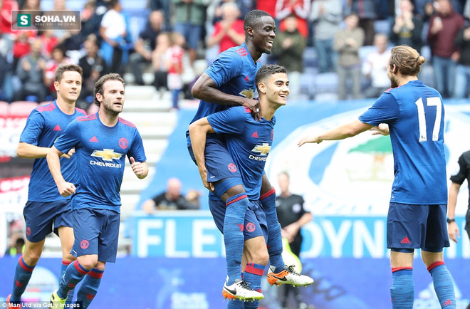 Thắng trận may mắn, Mourinho nổ to hơn cả Van Gaal - Ảnh 2.