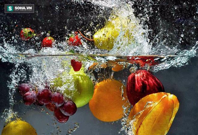 Những cách rửa rau sai lầm càng rửa càng độc - Ảnh 2.