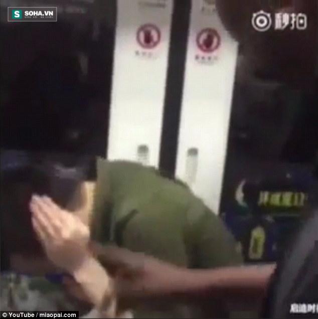 Lăng mạ du khách da màu, thanh niên Trung Quốc nhận cái kết đắng - Ảnh 4.