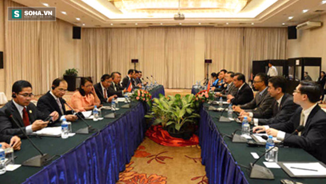 Ngoại trưởng Vương Nghị chỉ trích phán quyết PCA tại AMM-49 - Ảnh 1.