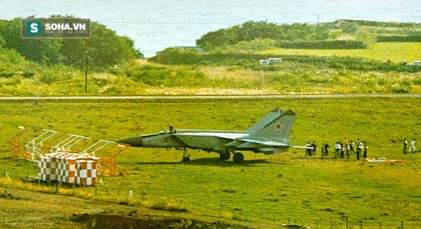 Tiêm kích MiG xuất hiện, phòng không Nhật Bản bị sỉ nhục - Ảnh 1.