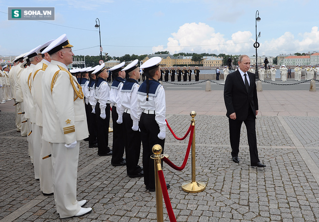 ẢNH+VIDEO: Hoành tráng lễ kỷ niệm Ngày Hải quân Nga - Ảnh 1.