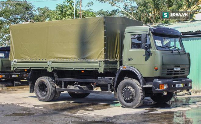 Xe quân sự Kamaz mới tinh đã về cảng - Ảnh 2.