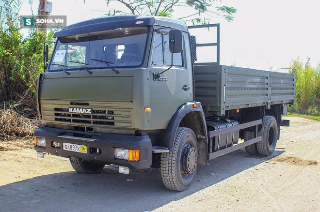 Xe quân sự Kamaz mới tinh đã về cảng - Ảnh 3.