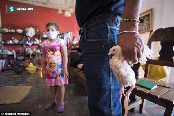 Người dân Venezuela tuyệt vọng cậy nhờ vào tà thuật để chữa bệnh - Ảnh 2.