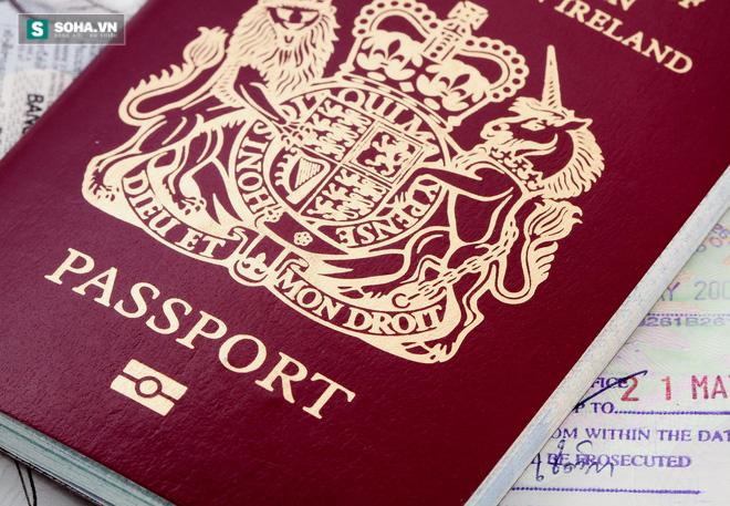 Nữ hoàng Anh - Người duy nhất không cần hộ chiếu - Ảnh 1.