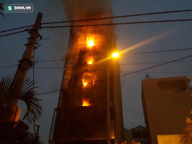 Video: Trần tình của cô gái dùng áo ngực chạy thoát khỏi đám cháy - Ảnh 2.