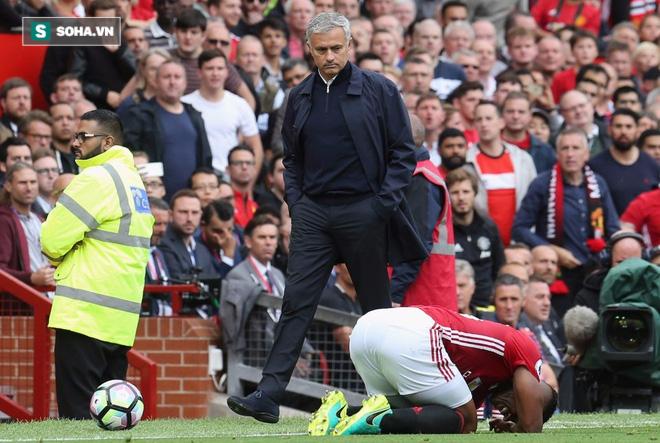 Sốc: Sao Man United ngoại tình sau thất bại ở derby Manchester - Ảnh 1.