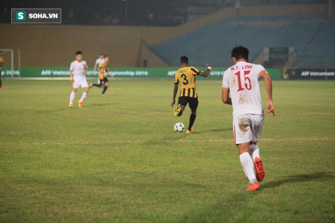 Cái thụp người lạ thường của thuyền trưởng U19 Việt Nam - Ảnh 4.