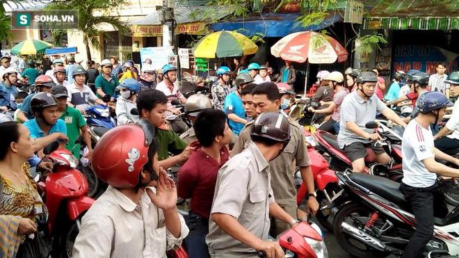 Cô gái dùng mũ bảo hiểm đánh tới tấp tên cướp giữa phố Sài Gòn - Ảnh 3.