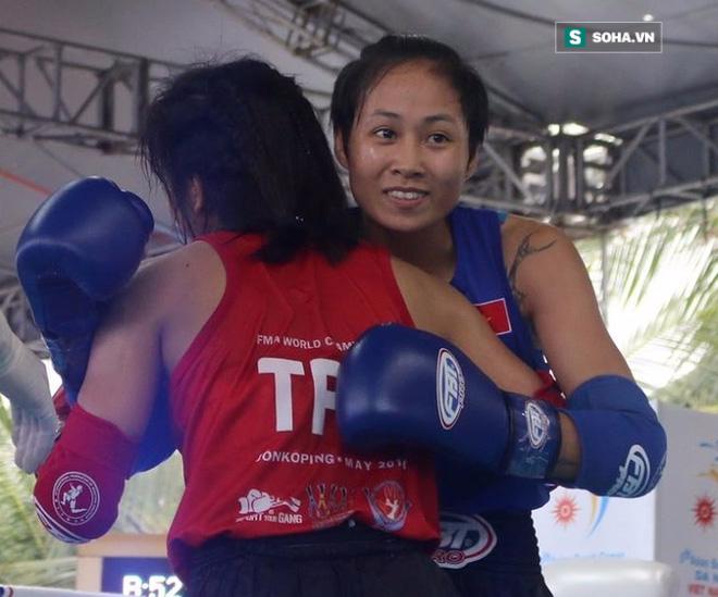 Nữ võ sĩ Việt đá đo ván đối thủ Trung Quốc sau tiếng còi 10 giây - Ảnh 4.