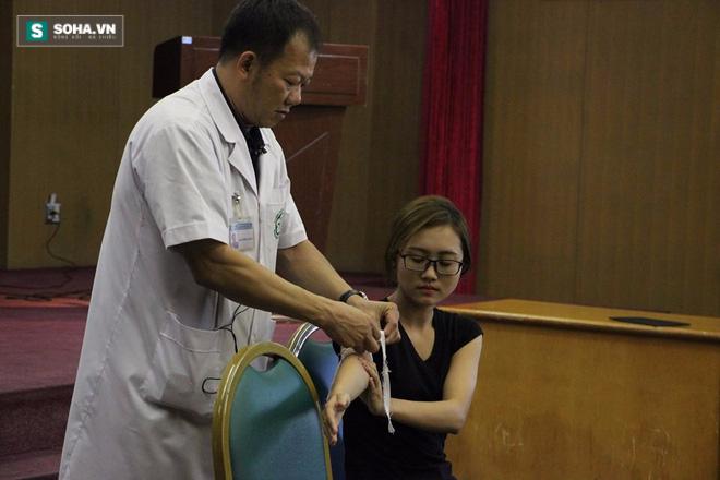 Hướng dẫn chính xác các bước sơ cứu khi bị cắt đứt mạch máu - Ảnh 3.
