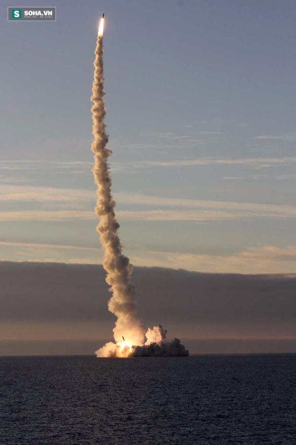 Vì sao tên lửa Bulava tự phát nổ khi phóng từ tàu ngầm Nga? - Ảnh 1.