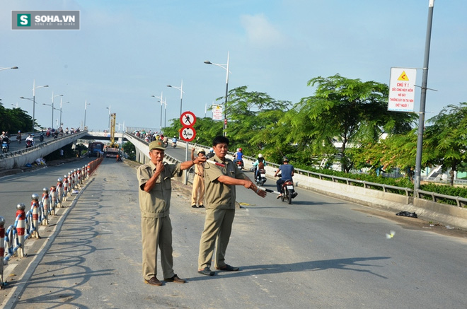 Gần 8 giờ giải cứu container bị lật tại trung tâm Sài Gòn - Ảnh 2.